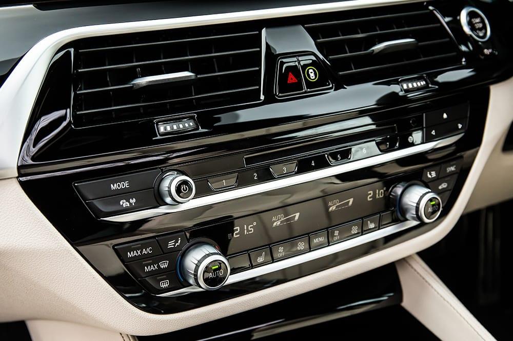 BMW 520d central console